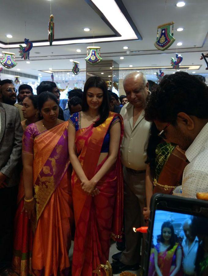 Kajal Aggarwal Inaugurates Showroom at Anantapur Photos