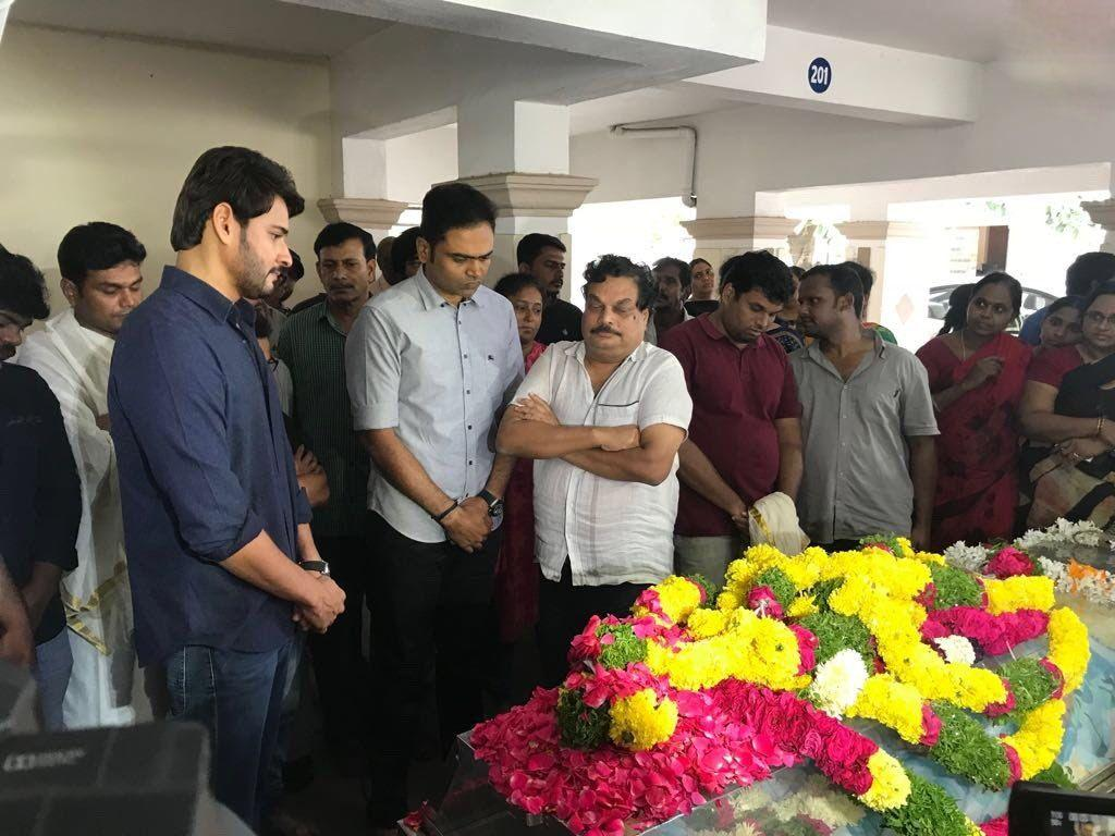 Mahesh & Venkatesh pay last respects to Director B Jaya