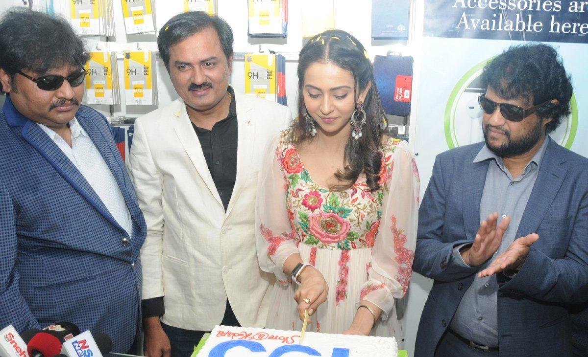 Rakul Preet Singh In Kadapa At 4Th BigC Showroom Launching