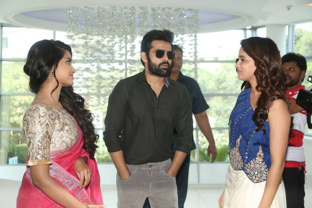 Vunnadi Okate Zindagi Movie Thanks Meet Stills