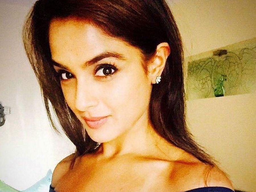 Actress Asmita Sood Hot & Spicy Unseen Photos are too Hot to Handle!