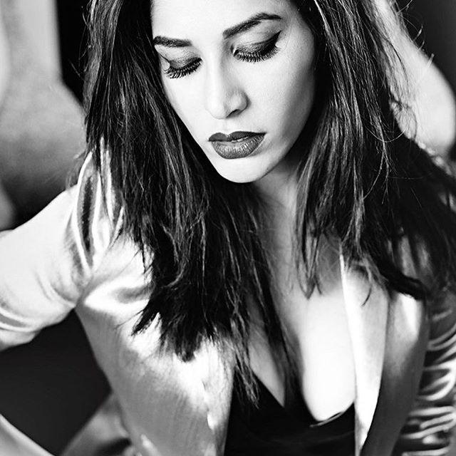 Actress Sophie Choudry Latest Hot & Spicy Photo Stills