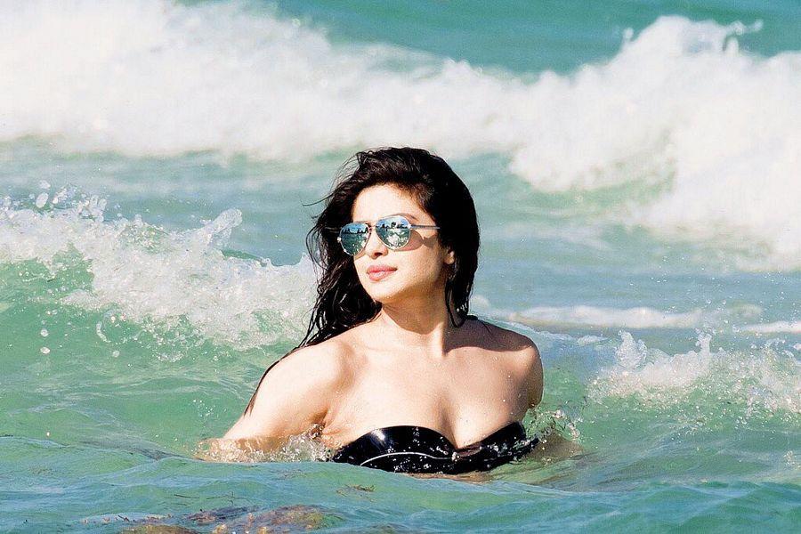 Bikini Avatars Of Priyanka Chopra Latest Stills Are Too Hot To Handle