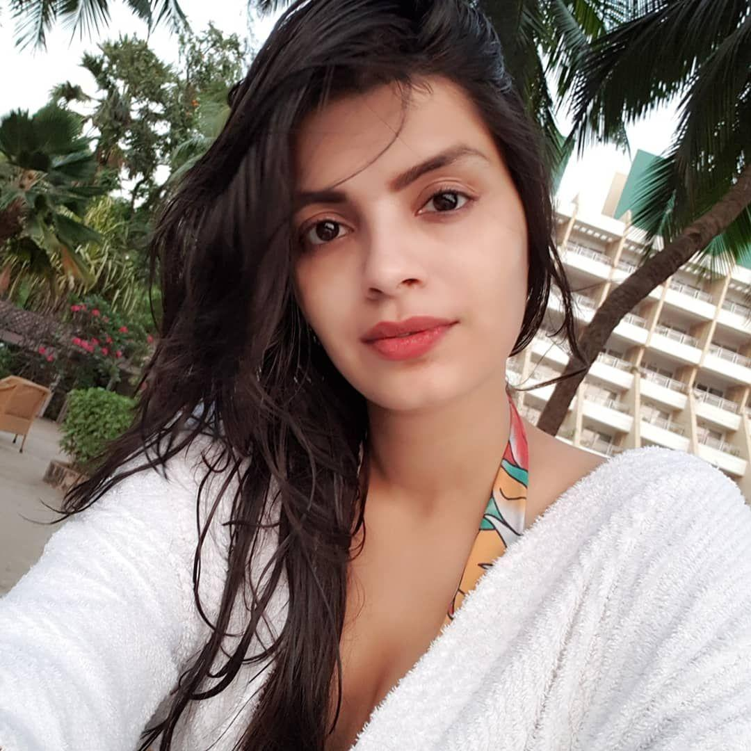 Ex Bigg Boss Contestant Sonali Raut Chilling In Pool