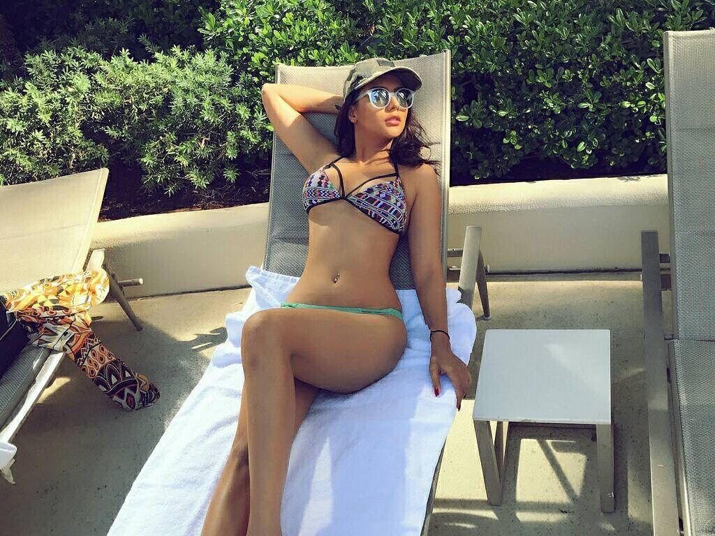 HOT! Ruhi Singh looks Sexy Posing in a Bikini!