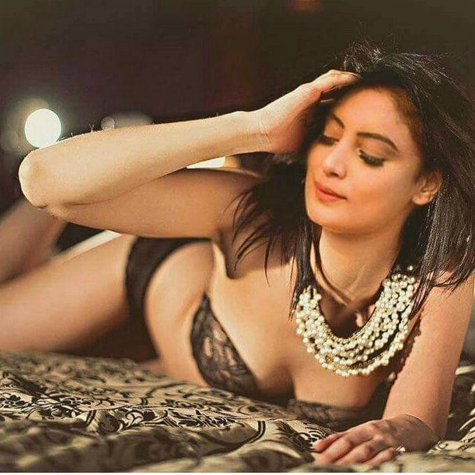 HOT Model Twinkle Kapoor Recent Cleavage Show Clicks