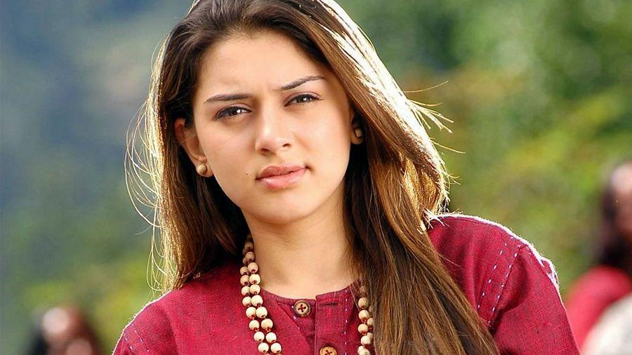 Hansika Motwani Hot & Spicy Cleavage Photos are too Hot to Handle!
