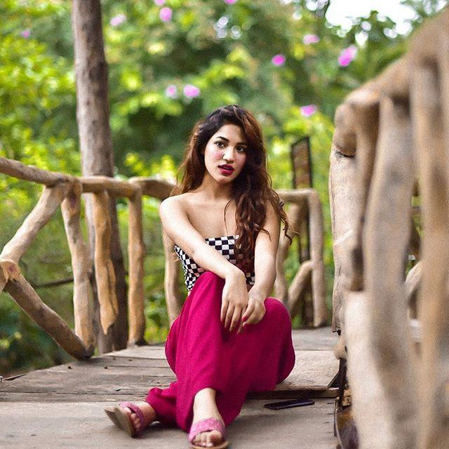 Hot & Spicy Pics: Model Shivani Singh Latest Photoshoot