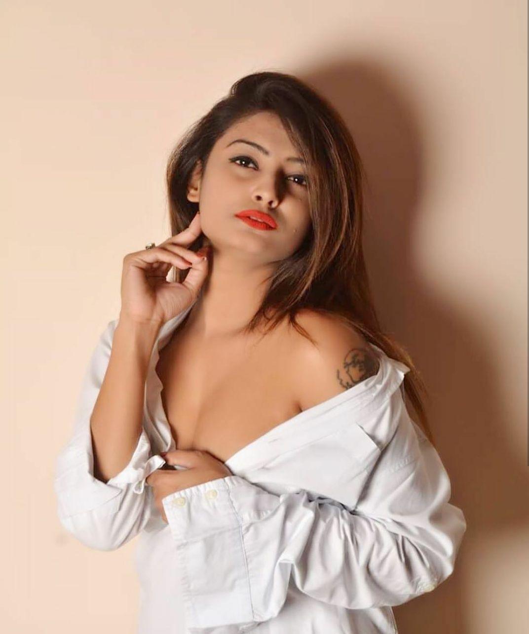Hot Clicks: Super Hot Indian Model Twinkle Kapoor