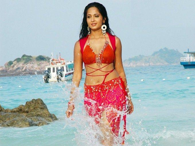 Hottest South Indian actress wet photos IN Beach