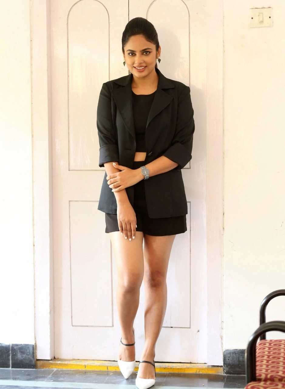 Nandita Swetha New Hot Pictures