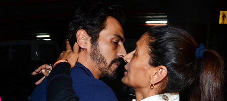 OMG! Sudden Kisses Shocked Bollywood Stars
