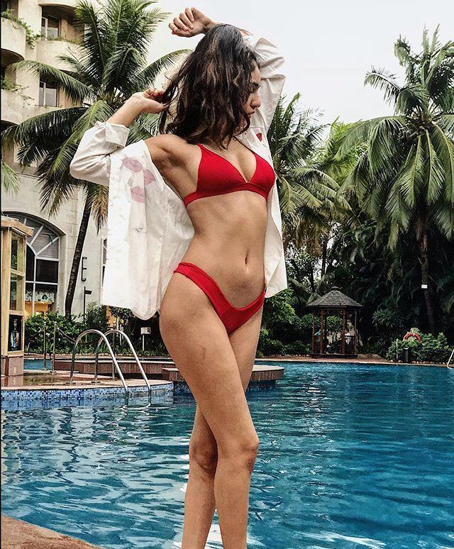 Tamil Model Radhika Seth HOTTEST EXPOSING PHOTOS Inside