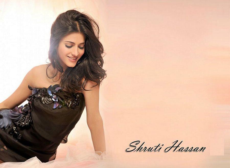 Shruti Haasan Latest Hot Photos