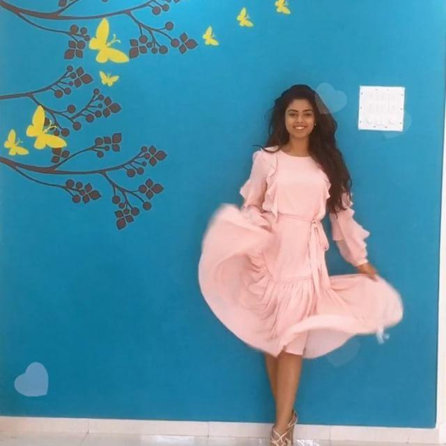 Siddhi Idnani Rare & Unseen Hot Photos Collections!