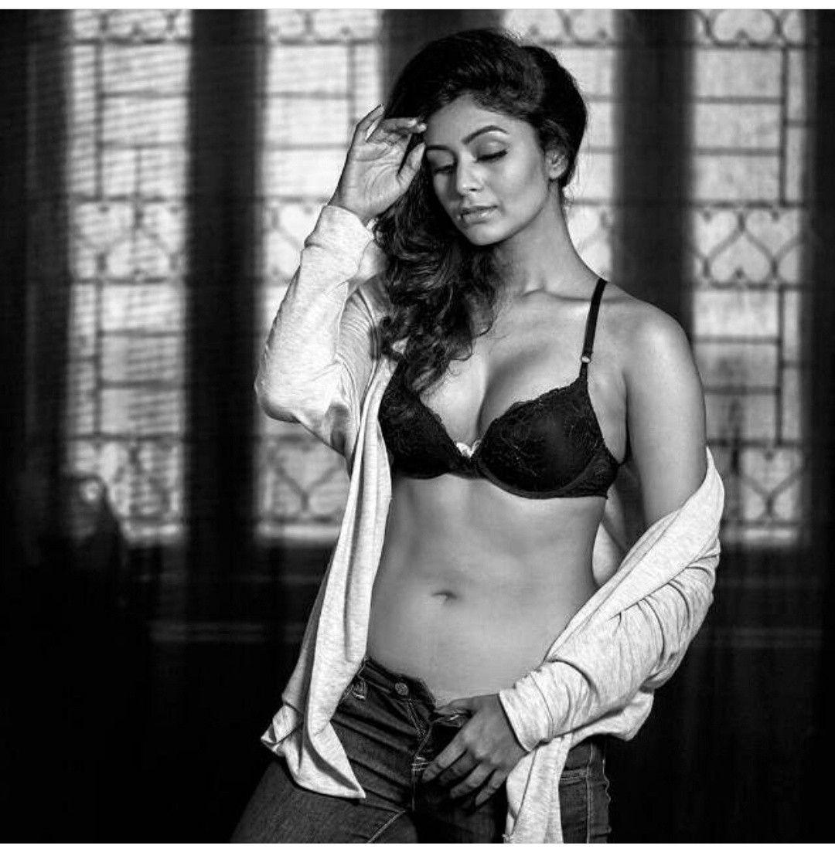 Sizzling & Smoking Hot Photoshoot Of Bengali Actress Ritabhari Chakraborty