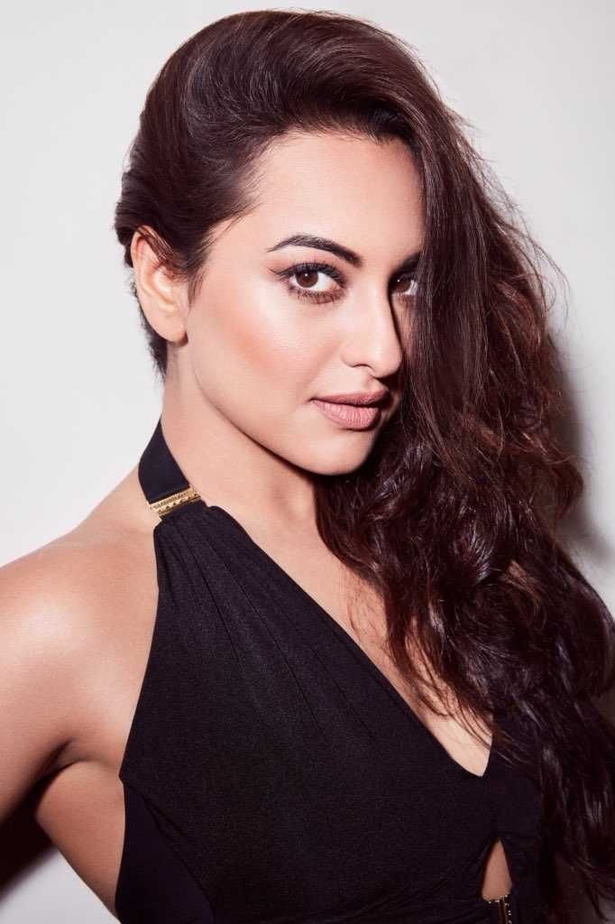 Sonakshi Sinha New Hot Pictures