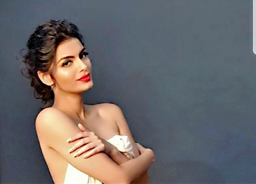Sonali Raut HOT BIKINI & TOPLESS Photos are Too HOT To Handle!