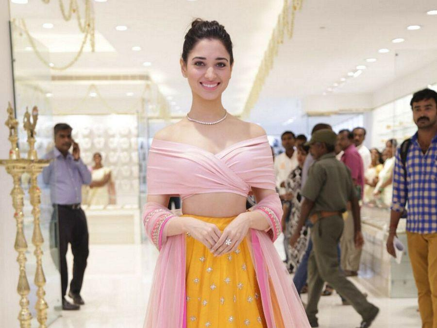 Tamannaah Bhatia Hot & Spicy Wet Photos are too Hot to Handle!