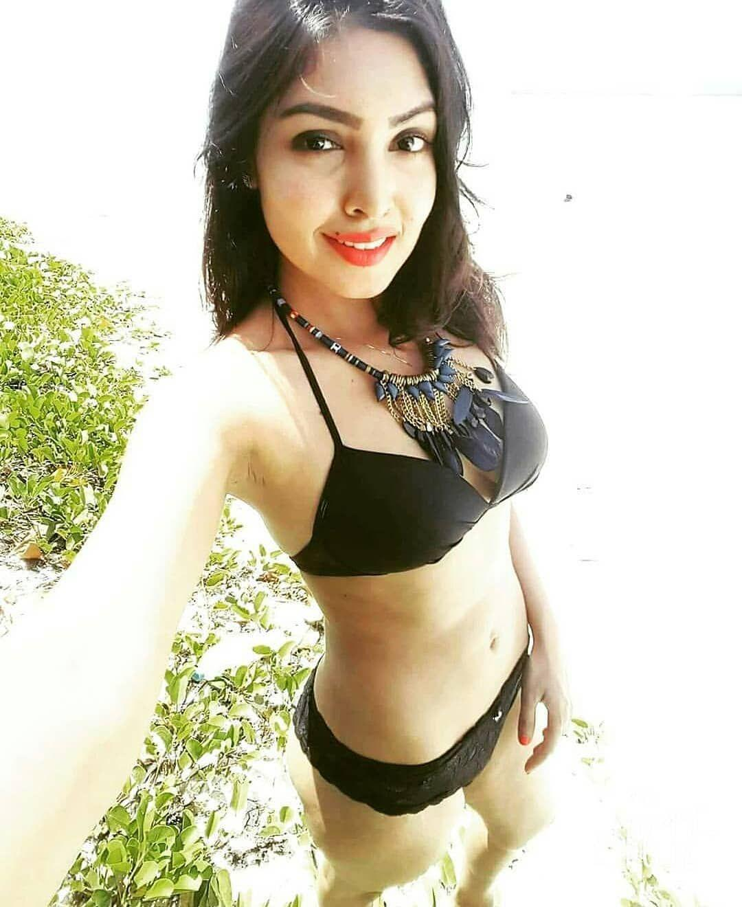 pictures Komal Jha
