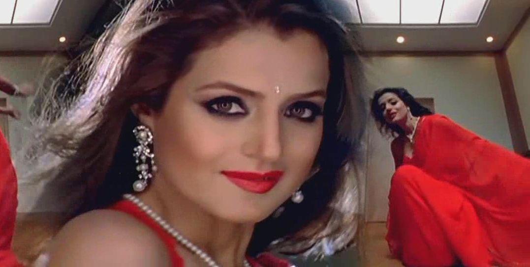 Amisha patel red hot saree ladies