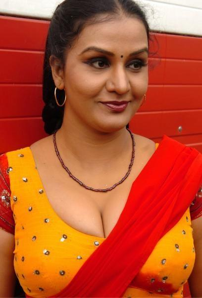 Hot photo aunty