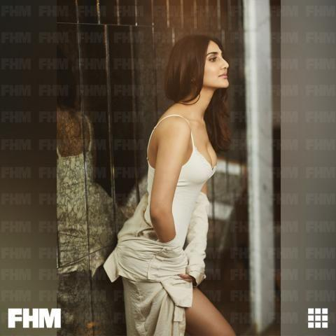Extremely Hot Photos Vaani Kapoor Latest Hot Spicy Cleavage