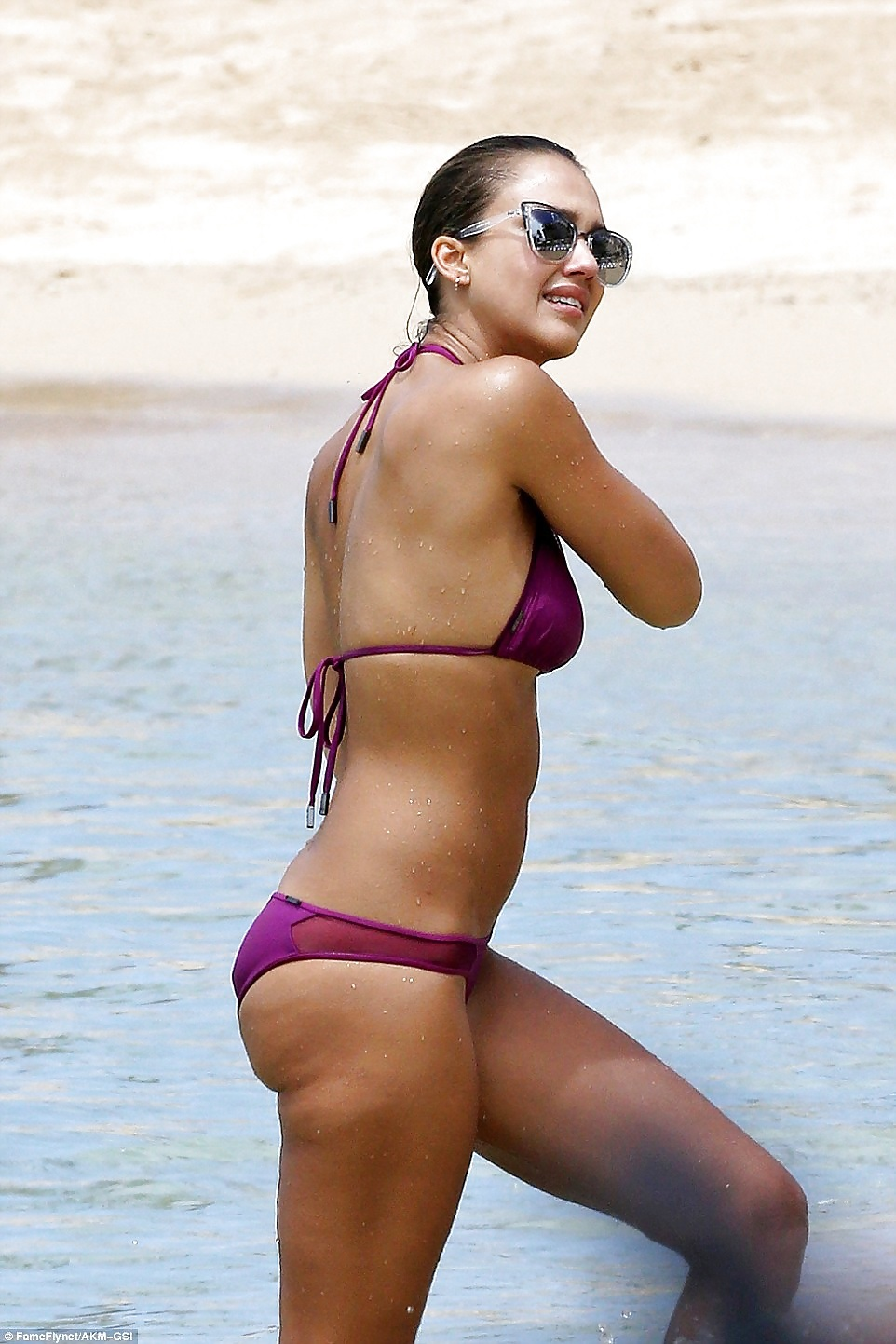 Hot Collection Photos Of Jessica Alba In A Wet Bikini