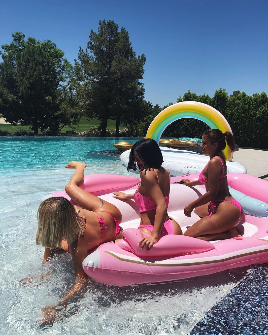 Kylie Jenner And Kendall Jenner In Bikini With Babies