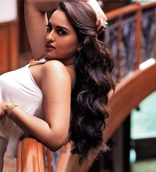 Hot and sexy pics of sonakshi sinha