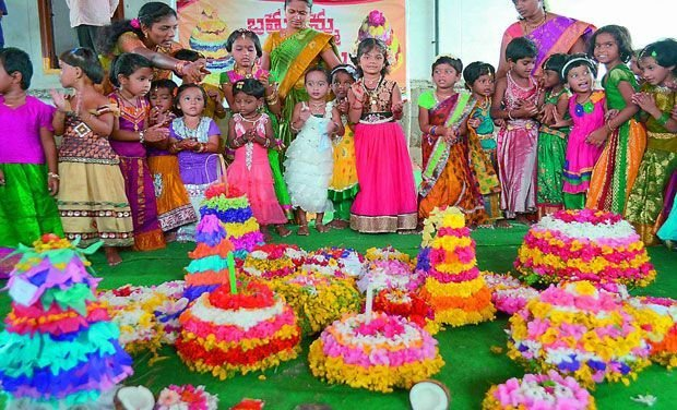 Bathukamma Telangana Flower Festival Wallpapers