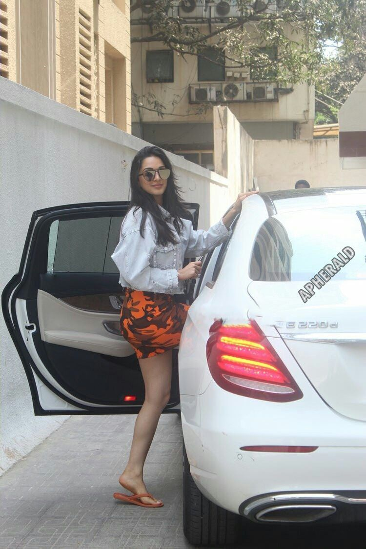 Caught Red-Handed - Kiara Advani spotted Photos