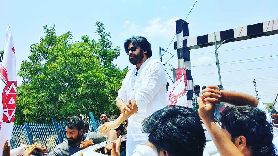 JanaSena Party chief Pawan Kalyan at Settipalli Photos