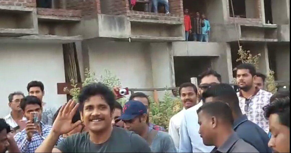 King Nagarjuna On The Sets Of Officer NagRgv4 Movie Stills