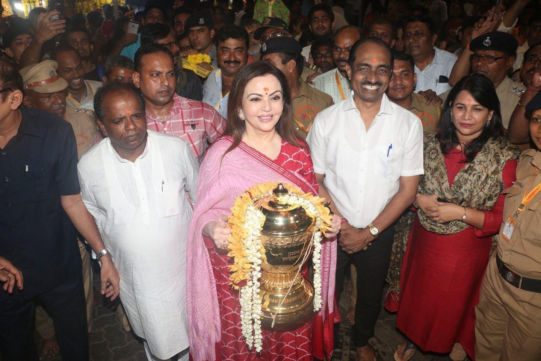 Nita Ambani visits Siddhivinayak temple with IPL Trophy