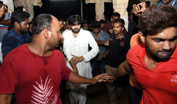 Pawan Kalyan Simplicity in Tirumala Tour Photos