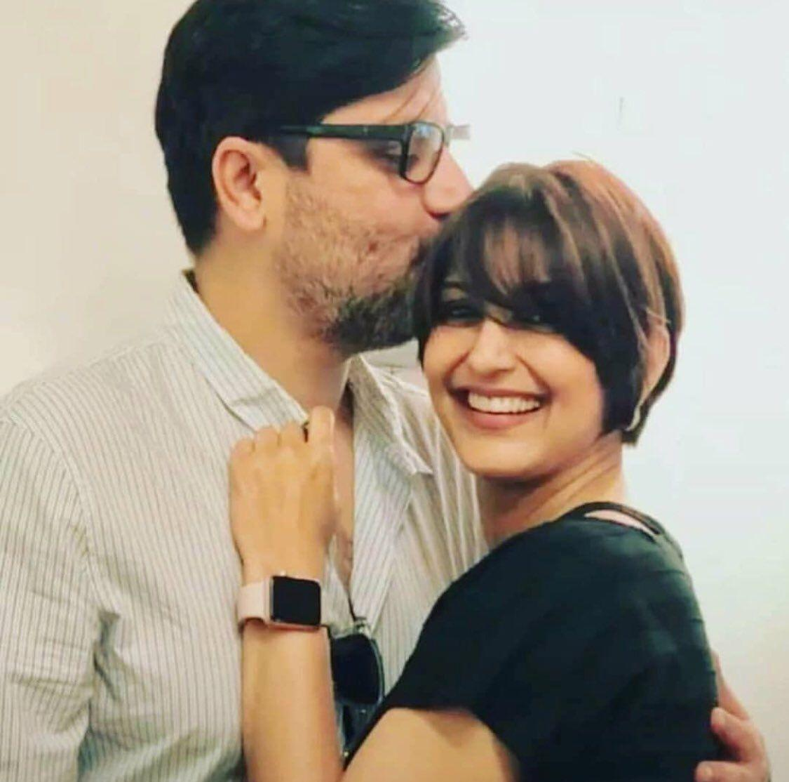 Photos Sonali Bendre Getting Emotional On Her Haircut For Cancer