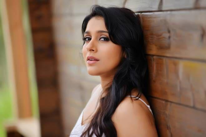 Rashmi Gautam's Anthaku Minchi Movie Latest Stills