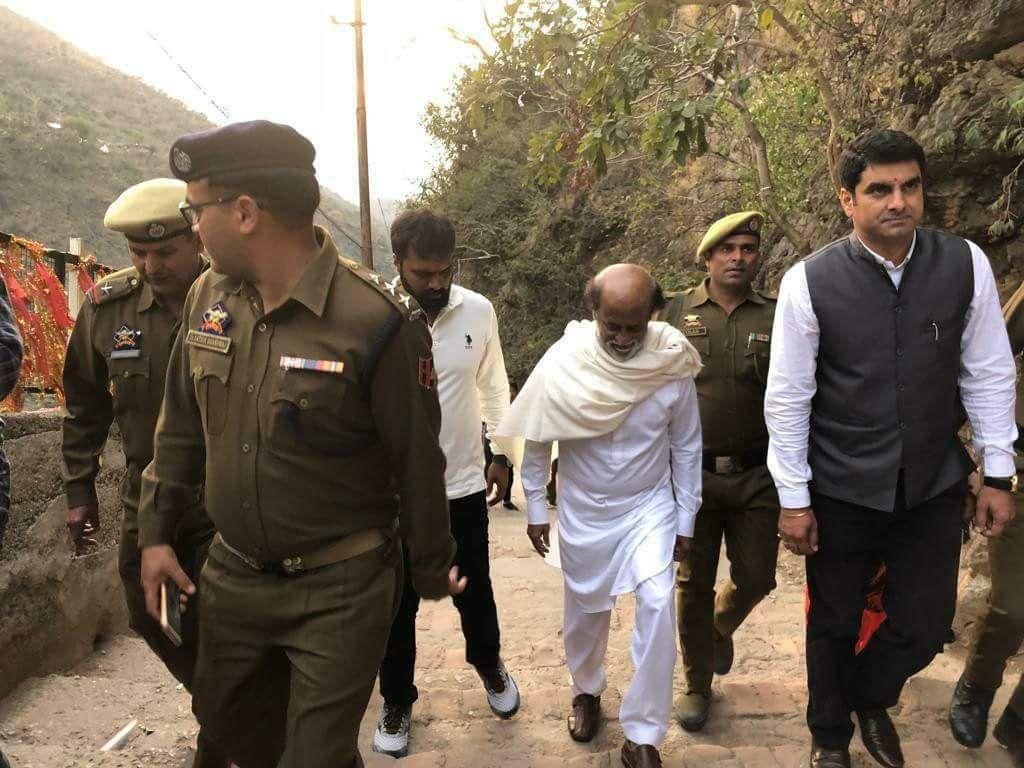 Super Star Rajinikanth Trip to Himalayas Latest Pictures
