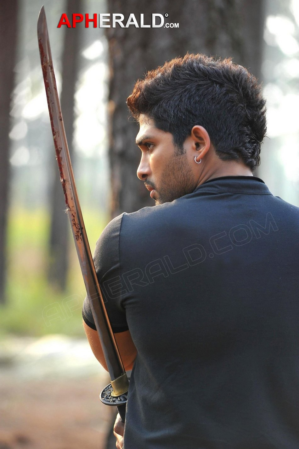 Allu Arjun in Iddarammayilatho Photos