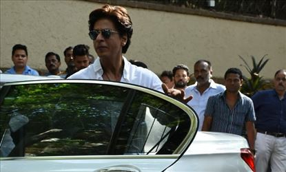 Shah Rukh Khan Spotted In A Studio Outside Mumbai