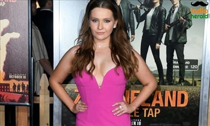 Abigail Breslin at Zombieland Double Tap Premiere in Westwood CA Set 1