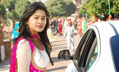 Actress Kanchi Singh New Pics & Wallpapers