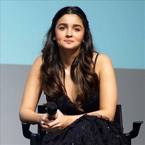 Alia Bhatt looking sexy in black dress Photos