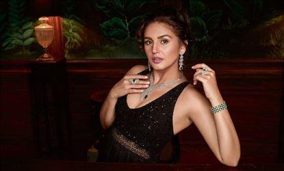 Huma Qureshi Latest Hot & Spicy Photoshoot Stills