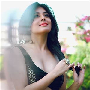 Indian Television Actress Kritika Kamra Latest Unseen Photo Stills