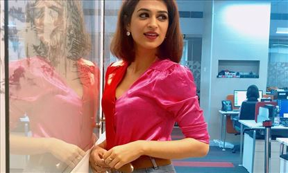 Shraddha Das Looking Spicy Hot In Tight Shirt And Jean