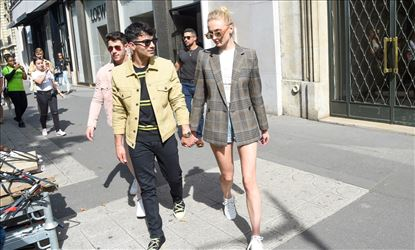Sophie Turner Shopping In Paris With Boy Friend