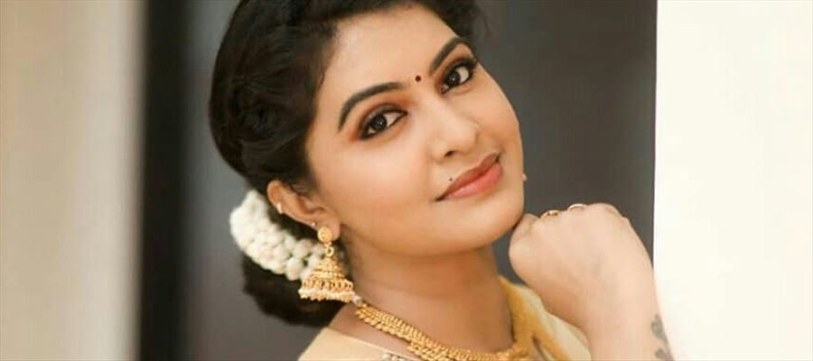 Tv Actress Rachitha Cute Poses In Traditional Saree