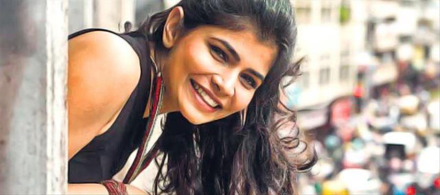 గాయని చిన్మయి డబ్బింగ్ అదరహో...